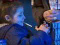 世界的な禁煙ブームの中、子どもたちがタバコを吸いまくる奇祭があった!