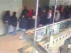 【閲覧注意】証券ビル2階が突然崩落、80人が巻き込まれる瞬間! 安全点検のリアル落とし穴=インドネシア