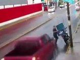 【閲覧注意】クルマに跳ねられた男が次の瞬間…! アクション映画も真っ青の奇跡の生還一部始終=メキシコ