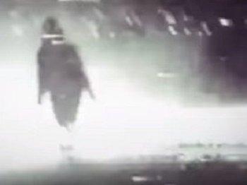【衝撃】GoProで撮影されたアブダクション映像が激しすぎる! 割れるガラス、叫ぶ男、見つめるグレイ… あまりにも暴力的な一部始終
