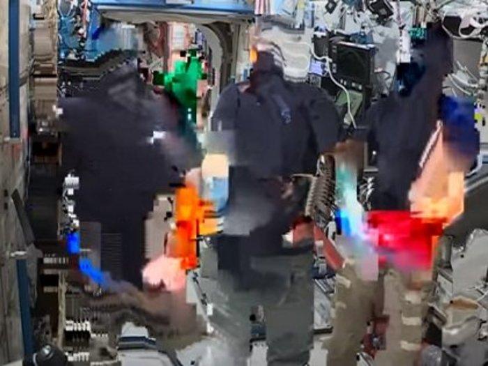 """【衝撃】宇宙飛行士のライブ映像が""""合成""""である証拠が流出!クロマキーで確定、 やはり人類は宇宙に行ってない!?"""