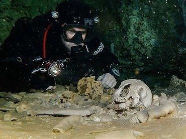 【神秘】メキシコ水中洞窟でマヤの神殿など200以上の遺物が発見される! 1万年前の巨大生物の骨も!
