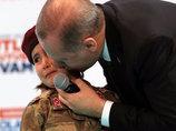 """【大炎上】トルコ大統領が号泣幼女に""""国家のために殉死すべし""""と教唆! 狂気の戦争プロパガンダに世界中がブチギレ"""