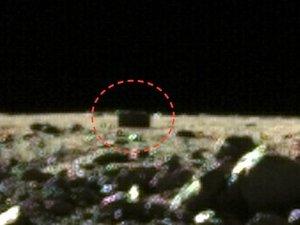 """中国の月探査機「嫦娥3号」が謎すぎる""""黒い直方体""""を激写! モノリスか、極秘施設か、宇宙人のコンテナか…!"""