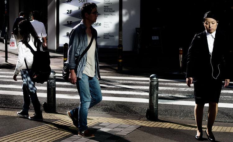 """バッキバキに剥き出しの""""東京""""を撮る写真家・新納翔! 圧倒的な都市の""""核""""を捉えた写真集『PEELING CITY』を語る!"""
