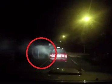 """【衝撃映像】タクシーに""""謎のエネルギー体""""が激突する心霊交通事故が発生! ドライブレコーダーが捉えた決定的瞬間=香港"""