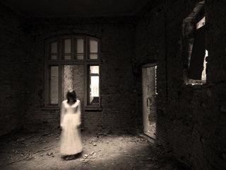 塗料会社のHPにある謎の「怪談ブログ」で怖い話を発信し続ける営業のK氏に直撃インタビュー! 心霊体験や霊障を語る!