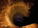 """アメリカ政府が隠蔽する「メルの穴」の正体とは!? 深さ24km、投げ込んだ死体が蘇り、UFO目撃も… 全米戦慄""""呪われた穴""""の謎"""