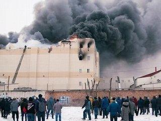 """【閲覧注意】ショッピングモール火災で64人が""""蒸し焼き""""に! 報知器が鳴らず、出口は封鎖され… 謎の人災にプーチン激怒=ロシア"""
