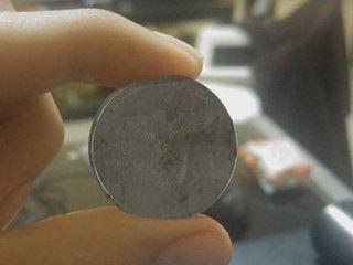 """【衝撃】「2039年製造のナチス硬貨」が発見される! ヒトラーが""""8分違いのパラレルワールド""""で世界統一している証拠か!?"""