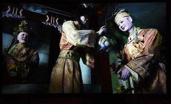 "【R18展示】見世物小屋、拷問博物館、病理標本…世界のグロを集めた都築響一の""残酷劇場""が超刺激的! 写真280枚の巨大絵巻物は圧巻!"