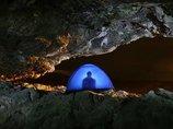 【驚愕】人間は暗闇にひとりぼっちだと48時間眠り続けることができる! 2人の体験者から判明、地底生活の実態とは?