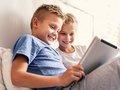 【衝撃】「4歳の幼児にインターネットを禁止することは児童虐待」英学者が主張して話題! 教育の常識が覆る!