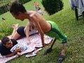 """【閲覧注意】レイブパーティーで踊り狂う""""奇形男性""""が超絶カッコいい! 逆関節をもつ「反張膝」の人々が話題=ブラジル"""
