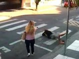 【閲覧注意】学校行事を襲撃した強盗が射殺される決定的瞬間! 最強保護者の返り討ち… 苦痛に身悶える無様な最期=ブラジル
