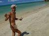 【必読】無人島に25年以上暮らす「全裸おじさん」に突撃取材! 立ち退きのピンチも…孤独の中で究めた人生哲学とは?