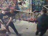 【閲覧注意】ナイトクラブに手榴弾が投げ込まれた決定的瞬間がヤバい! 客たちが事態を把握できないまま爆発し…=ウクライナ