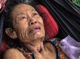 【究極の愛】毒ヘビに噛まれた「寝たきりお婆ちゃん」を介抱するお爺ちゃん! 「身も心も妻に捧げる」極貧夫婦の老老介護に涙!