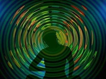 人間の意識は「脳内ブラックホール」を通じて異次元に存在している!? 大学教授「意識=波動であり、脳=粒子」