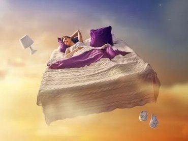 眠る前にコップ1杯の水を飲めば「夢を記憶」できる! なぜ夢を忘れてしまうのか、複数の学者が徹底解説!