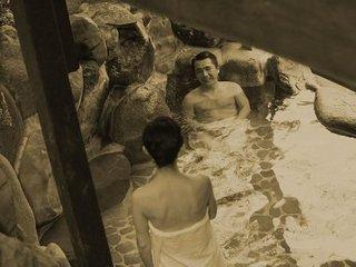 """奇習! 実父や兄が裸の少女を風呂場で""""洗体""""! 肉親同士で""""妙な気""""は…初潮を祝う東北地方の習慣!"""