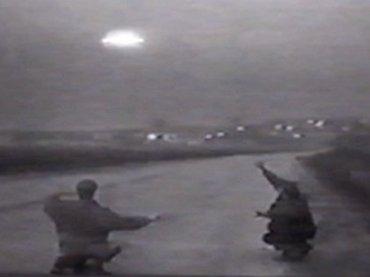【衝撃】ロシアで「超巨大UFOの着陸映像」がTVでガチ放送されていた! エネルギー波で銃を無効化、謎の写真も!