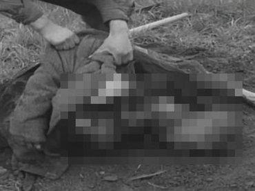 【閲覧注意】米兵がナチスの強制収容所から死体を次々と掘り起こす! 非人道的な強制労働の真実を物語る歴史映像