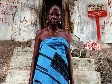 ナイジェリアの聖地「オルモ・ロック」に写真家・酒井透が潜入! 白人を血で呪ったオリシャ(神)の最高聖職者に会って占い体験!