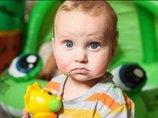 【閲覧注意】50のアレルギーに苦しむ赤ん坊が痛々しすぎる! 涙を流すだけで顔が2倍に… 自宅隔離の日々と両親の愛