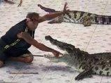 【閲覧注意】ワニの口に腕を突っ込んだ男の悲劇! 動物園のショーでワニが調教師を「バクッ…」!=タイ