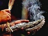 """煙による浄化儀式「スマッジング」には除霊以上の効果があることが判明! 最新科学が解き明かす""""古来の智慧""""に驚愕!"""