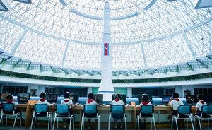 北朝鮮は5年間でこんなにも変わった ― 親日的な政府関係者、熱々カップル、 高層ビル群…  報じられない真実を見た写真家・初沢亜利インタビュー!