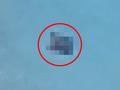 【衝撃画像】前代未聞「輸送型シェイプシフトUFO」出現! 謎の物体を抱えてホバリング… 専門家「海底に宇宙人基地があるから」