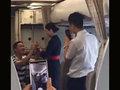 サプライズが行きすぎた!? 飛行中の機内で突然プロポーズされたCAがクビに!