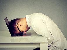 【悲報】自宅に高速インターネット回線がある人は「睡眠時間が短くなり、質も低い」