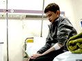 少年の身体に閉じ込められた25歳の男 ― 奇病の激痛、崩壊する家族、医者の誤診…壮絶すぎる闘病生活