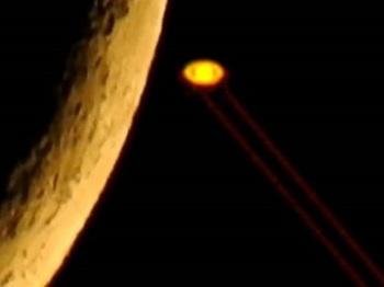 """【動画】土星が""""レーザービーム""""を照射、攻撃モードに替わる瞬間が激撮される! やはり土星全体が宇宙人基地だった!"""