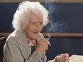 """100歳超え老人たちが暴露した""""ヤバい""""長寿の秘訣27「1日30本タバコ」「コーラ」「豚足」「スポーツしない」"""