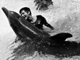 【獣姦】 NASA出資の実験中に「イルカとのセックス」に溺れた女研究者「こすりつけがエスカレートして…」