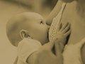 奇習! 母乳が出ない新米ママのおっぱいを村の男衆総出で貪る! 近年まで実在した「乳吸い」の伝統=東北
