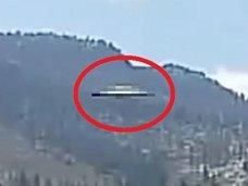 湖上空にメタリックな空飛ぶ円盤、ガチ鮮明に出現!