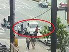 """【閲覧注意】「居眠り運転」暴走車が歩行者を""""お人形さん""""のようにクルクル吹っ飛ばす瞬間! 交通地獄の中で人間は無力だ=台湾"""