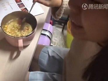 3週間「インスタントラーメンだけを食べ続けた」少女を襲った信じられない事態とは!?=中国