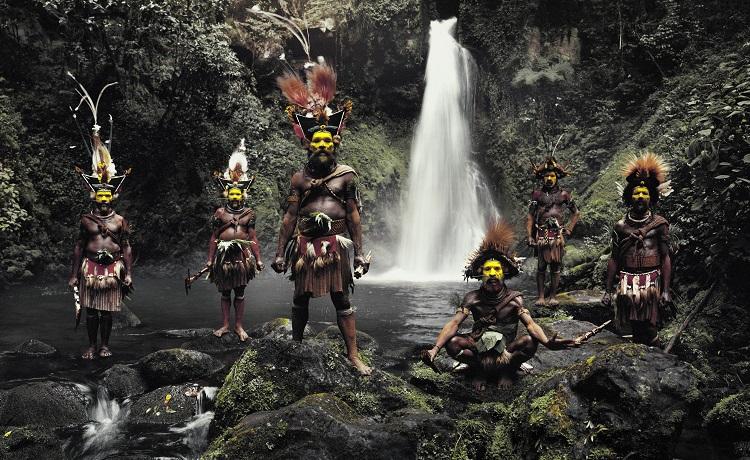 世界最後の秘境で生きる「絶滅危機の少数民族」たちを30年間撮り続けた写真家 ―「瞬く間に彼らは去ってしまう」 ジミー・ネルソン