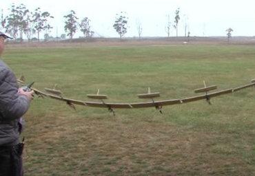 """【話題映像】""""柔軟翼の技術""""で羽ばたくドローン「Flex-Plane」飛ぶ姿が胸アツすぎる! 突風に耐える強度&軽い、これぞ次世代!!"""