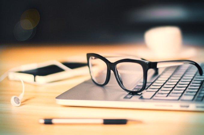 メガネをかけている人は本当に賢いことが遺伝子研究で判明! 賢者はバカより長生きで鬱になりにくいことも発覚の画像1