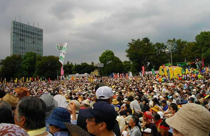 1024px-Anti-Nuclear_Power_Plant_Rally_on_19_September_2011_at_Meiji_Shrine_Outer_Garden_03.JPG