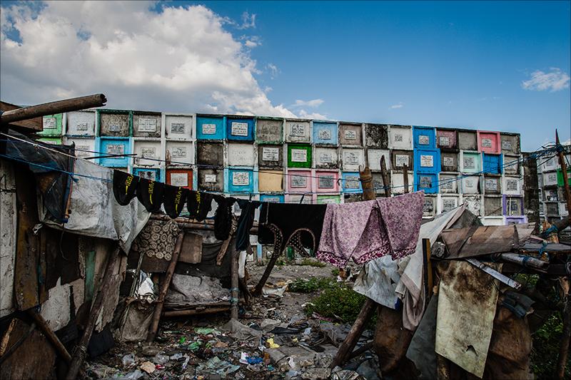 死者と最も近い人々 ― とてつもなく奇妙なスラム街「フィリピンの墓場村」に潜入取材!の画像1