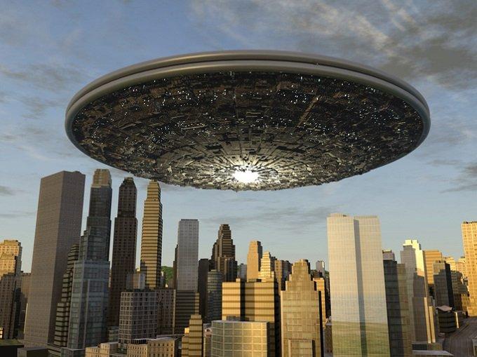 「2018年最強のUFOニュース5選」オカルトサイトが発表! 人間型UFO出現、カザフUFO墜落、インド首相官邸UFO…!の画像1