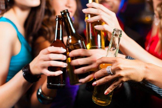 「10年以内に人類は飲酒をやめる」英教授が断言! 二日酔いゼロの次世代アルコール「アルコシンス」が爆誕(最新研究)の画像1
